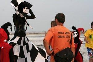 Freak Cabaret: Chess Queen backstage